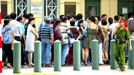 Visa applicants outside the US Consulate General in HCMC