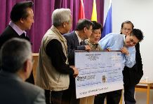 Vietnamese community donates to typhoon victims in the Philippines