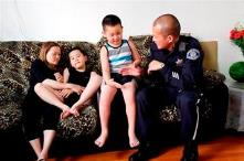Poilice officer Huan Nguyen helps victim's family